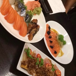Photo: perfect after our evening hike <3 #Sashimi #Salmon #TruffleOil #Mackerel #Eel #Albacore #FriedOnions #SushiStop #NomNomNom #HappyDate #SushiDate